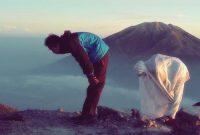 sholat berjamaah dengan wanita yang bukam mahrom